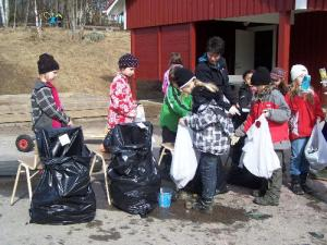Trash kids from Byrsjö School